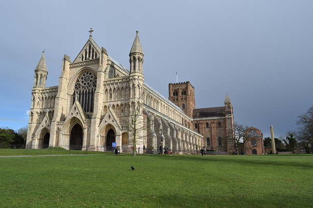 st-albans cathedral-2125588_640 copy